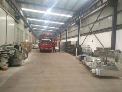 9.6米大货车车间装货